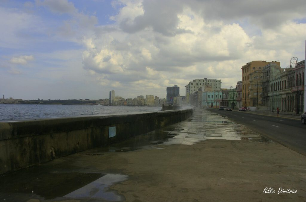 Kuba-Part-2-2016-Malecon-flood-1024×682