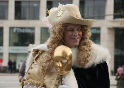 Flanierende Masken in Hamburg SprachenGalerie