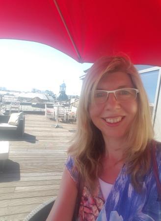 Silke Dimitriw auf der Dachlernterrasse der SprachenGalerie Berlin Sommer 2017